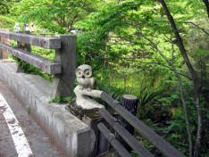橋の上のオブジェ